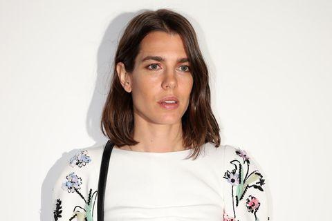 Die Looks der Royals: Charlotte Casiraghi strahlt bei Chanel in Weiß
