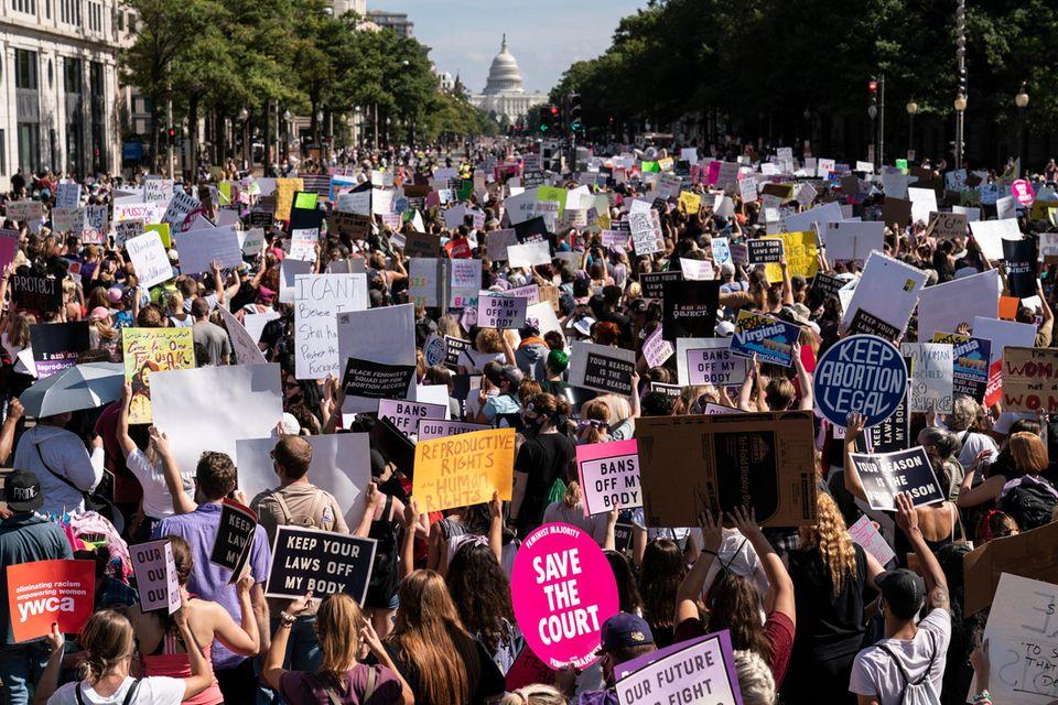 In den USA demonstrierten seit der Bekanntgabe der Verschärfung des Abtreibungsgesetzes Tausende Menschen.