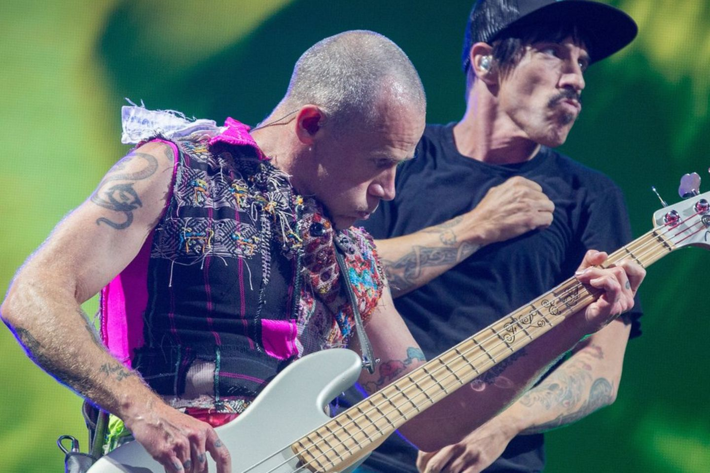 Die Red Hot Chili Peppers in Aktion.