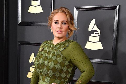 Adele: Sie spricht zum ersten mal über ihren Gewichtsverlust: Adele in grünem Kleid