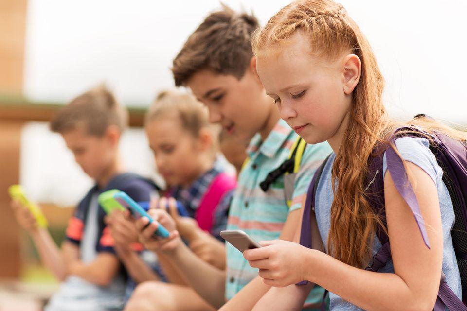 Schon die kleinsten haben heute ein eigenes Smartphone.