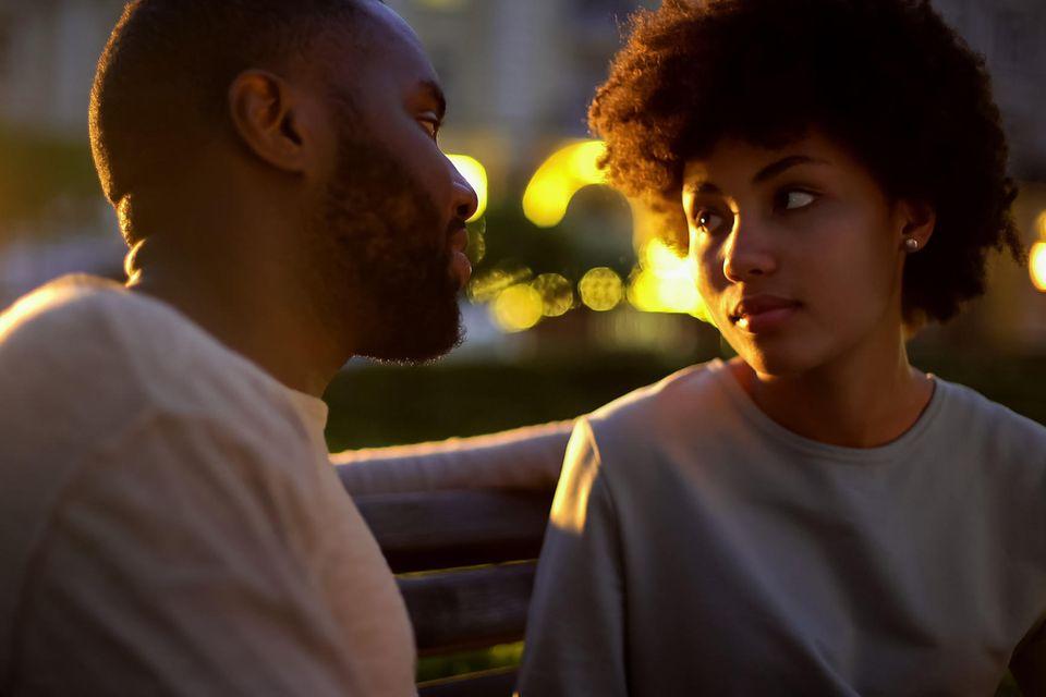 Psychologie: Ein Paar auf einer Bank