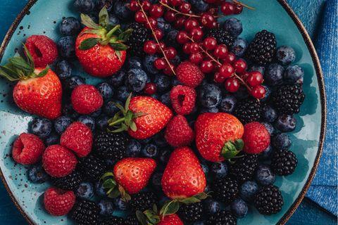 Zuckerarmes Obst: 9 Früchte, die wenig Zucker enthalten | Himbeeren, Erdbeeren, Heidelbeeren, Brombeeren