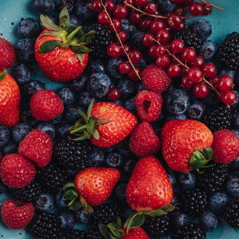 Zuckerarmes Obst: 9 Früchte, die wenig Zucker enthalten   Himbeeren, Erdbeeren, Heidelbeeren, Brombeeren