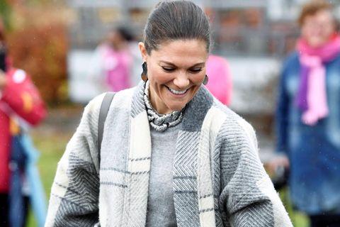 Prinzessin Victoria lächelt.