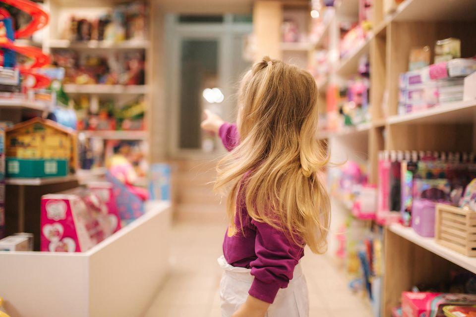 Kalifornien: Kleines Mädchen im Spielwarenladen