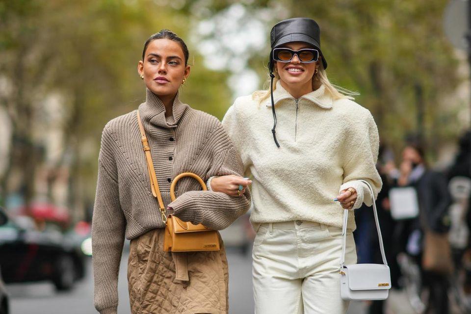 Gast auf der Pariser Fashion Week trägt Pullover mit Reißverschluss und V-Ausschnitt in Cream-White