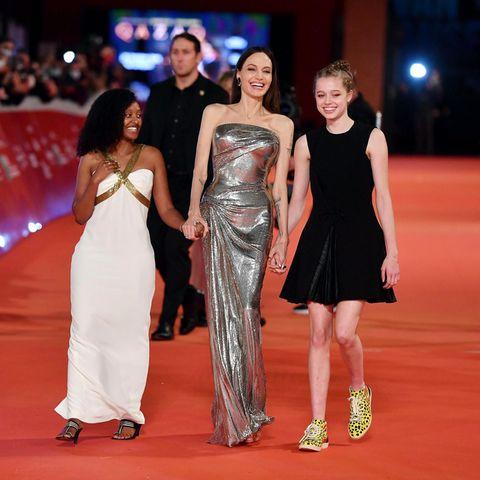 Angelina Jolie läuft mit Zahar und Shiloh über den Red Carpet in Rom.