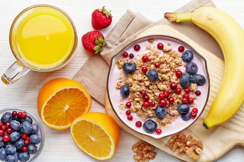 Versteckter Zucker: 8 Lebensmittel, die heimliche Zuckerfallen sind | Obst, Müsli, Saft
