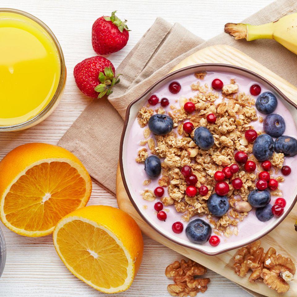 Versteckter Zucker: 8 Lebensmittel, die heimliche Zuckerfallen sind   Obst, Müsli, Saft