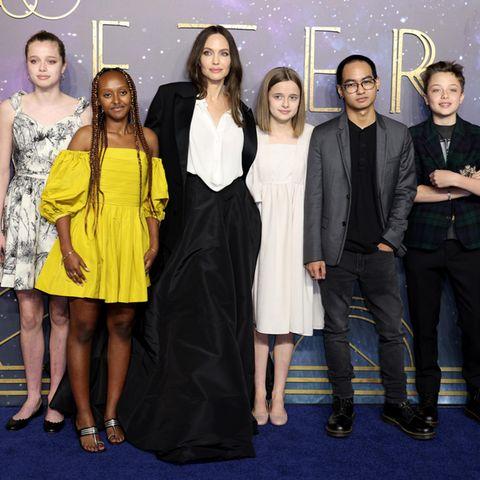 Angelina Jolie mit ihren Kindern auf der Filmpremiere von ''Eternals'' in London